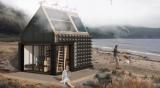 Для жителей Приморья создал автономный дом из глины и соломы