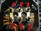 Двигатель 380 В подключить к сети 220 В через конденсаторы и конденсаторы.